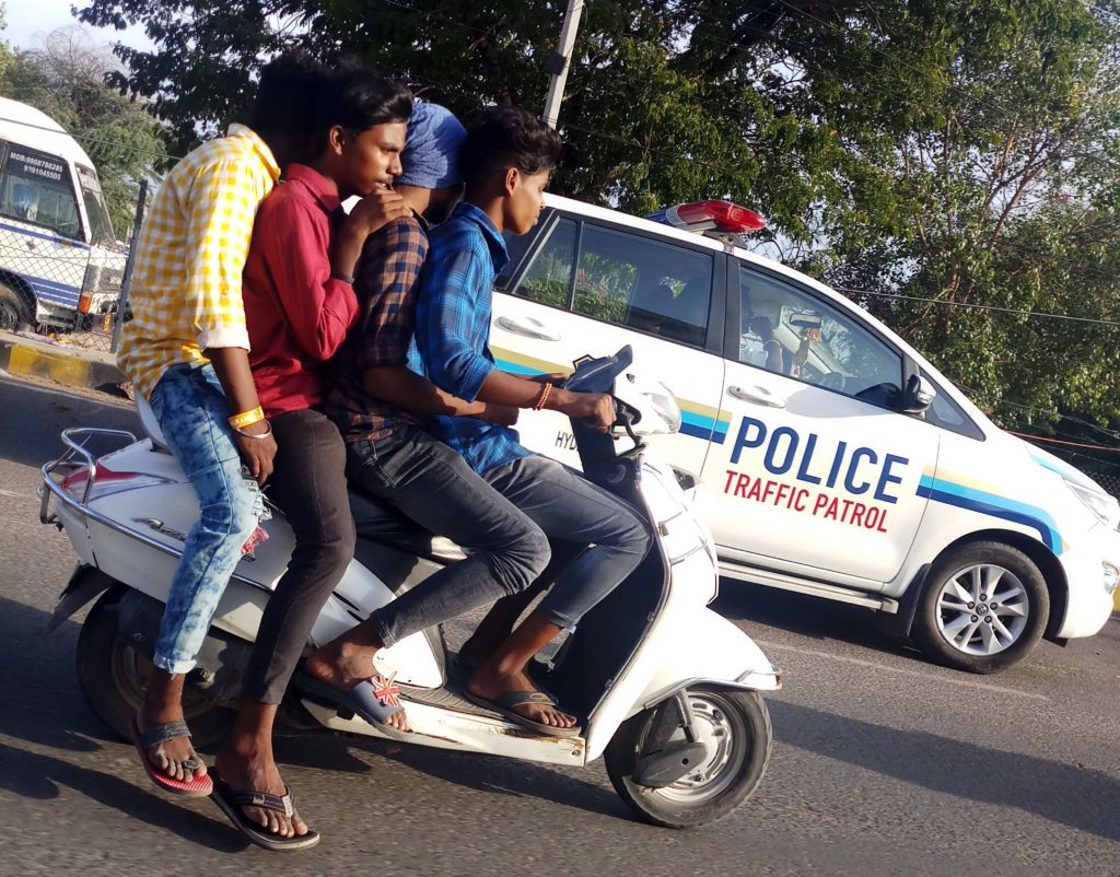 Traffic violation in front of traffic police car by 4 youths find no trouble