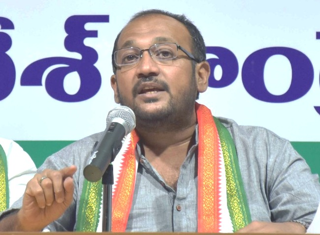 Muslim leaders in TRS should resign from posts, says Congress